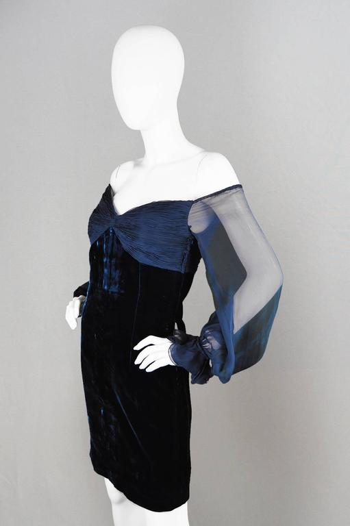 Valentino A/W 1991 Midnight Blue Velvet & Silk Chiffon Boutique Cocktail Dress In Excellent Condition For Sale In Doncaster, South Yorkshire