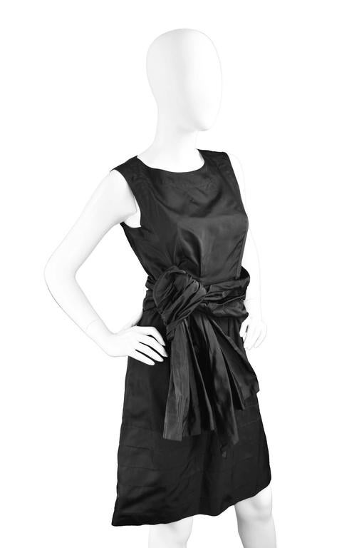 Chloe Black Silk Taffeta Cocktail Party Dress with Draped Bow Detail In Excellent Condition For Sale In Doncaster, South Yorkshire