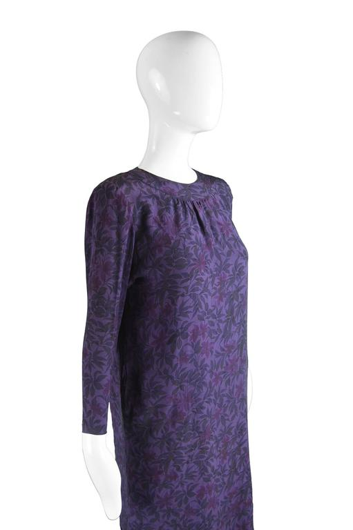 Hanae Mori Purple Vintage Hibiscus Print Simple Silk Shift Dress, 1980s In Excellent Condition For Sale In Doncaster, South Yorkshire