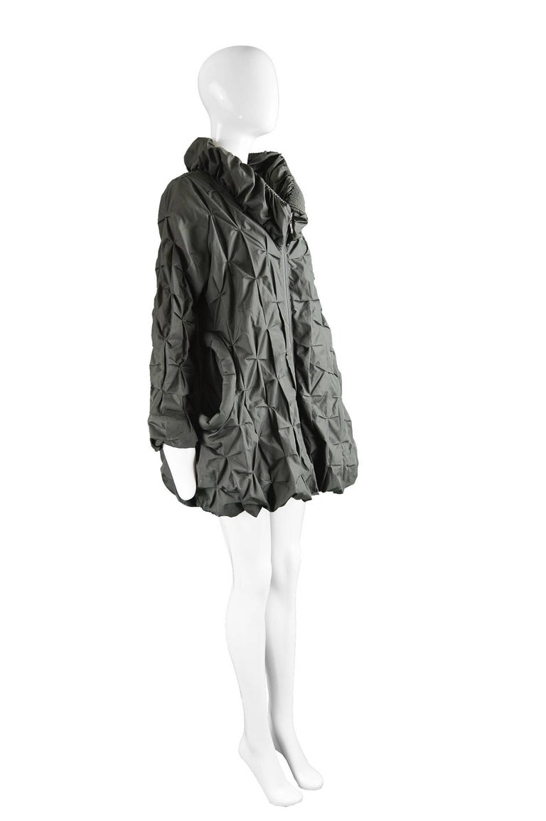 Lanvin Avant Garde Grey Geometric Pleated Oversized Jacket, Spring 2008 In Good Condition For Sale In Doncaster, South Yorkshire