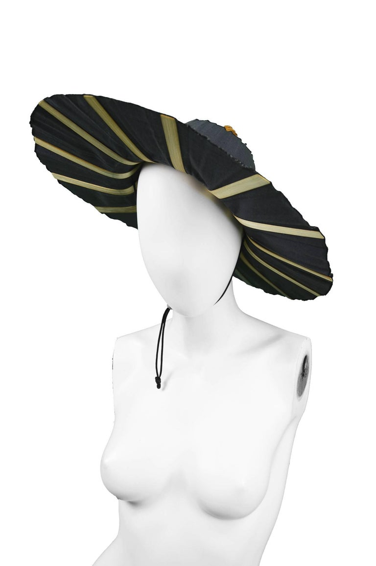 Heather Allan Architectural Folding Wood and Cotton Fan Sun Hat, 1990s In Good Condition For Sale In Doncaster, South Yorkshire