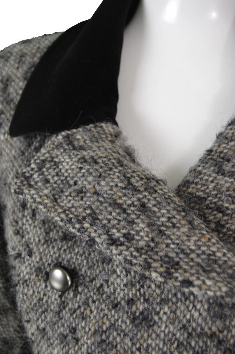 Chloé by Karl Lagerfeld Vintage Gray Wool Bouclé Tweed & Velvet Jacket, 1980s In Excellent Condition For Sale In Doncaster, South Yorkshire