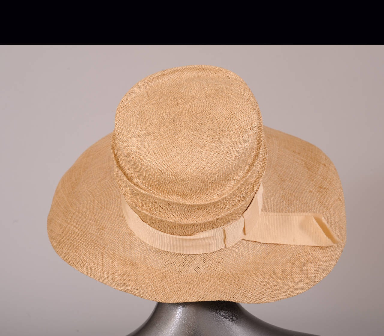 Brown 1920's Natural Straw Cloche, exhibited Neue Gallery Berlin Metropolis Show  For Sale