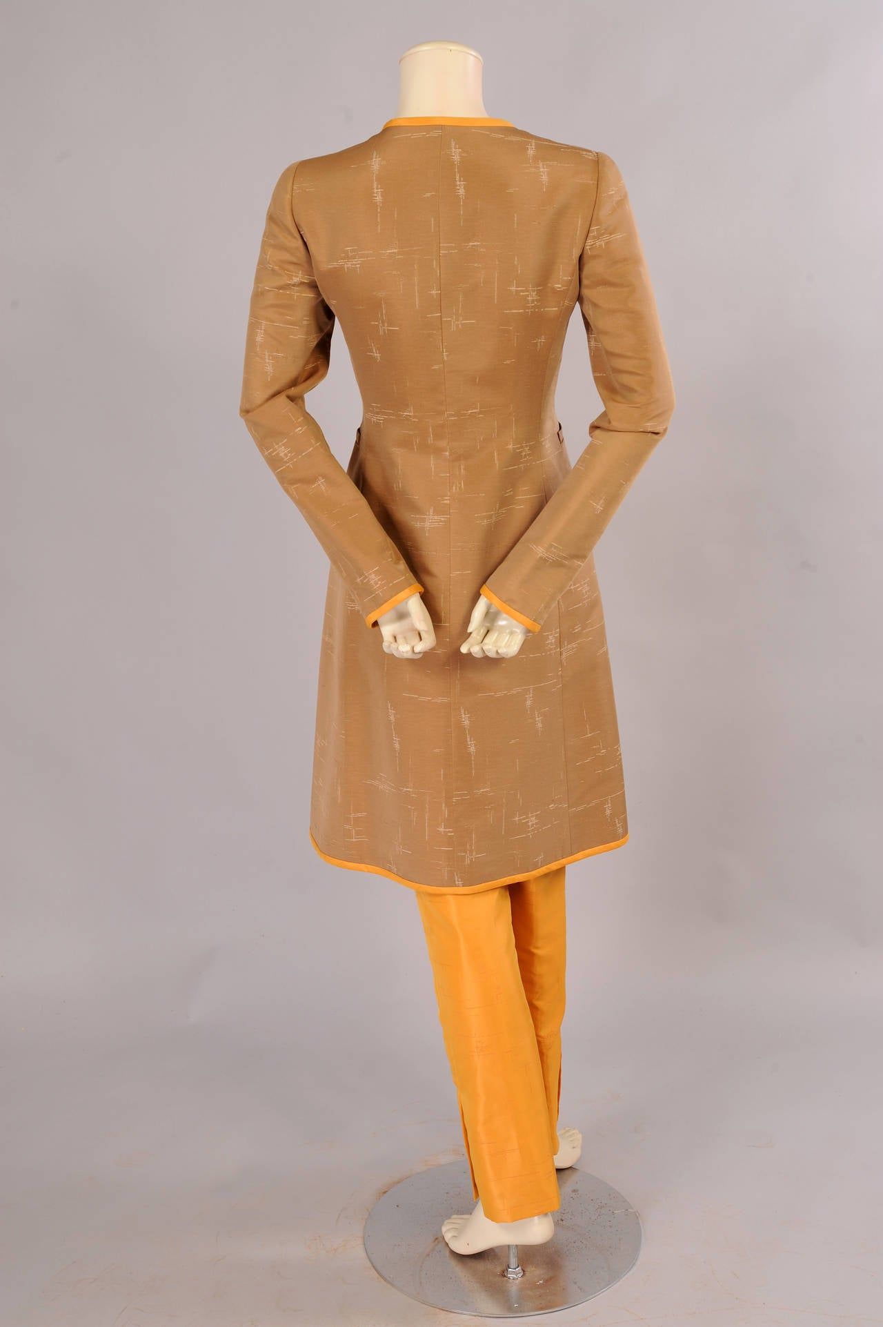 Oscar de la Renta Slim Coat & Pants Ensemble in Tan and Saffron Silk In Excellent Condition For Sale In New Hope, PA