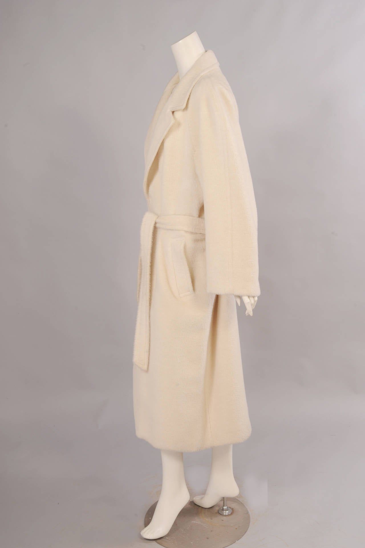 Sulka Cream Alpaca Polo Coat, Never Worn In New never worn Condition For Sale In New Hope, PA
