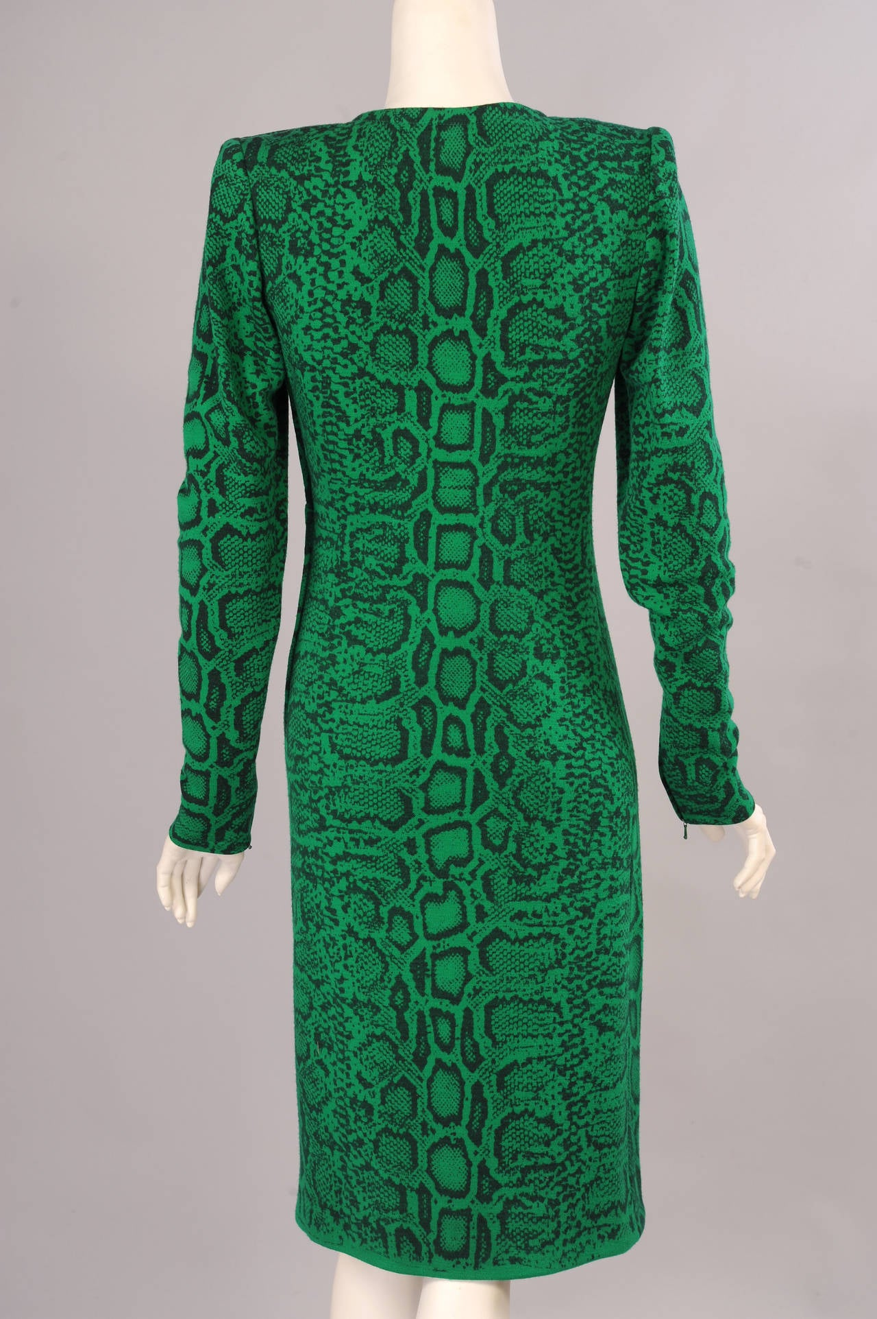 Givenchy Haute Couture Kelly Green Snakeskin Print Wool Dress, Runway Label In Excellent Condition For Sale In New Hope, PA