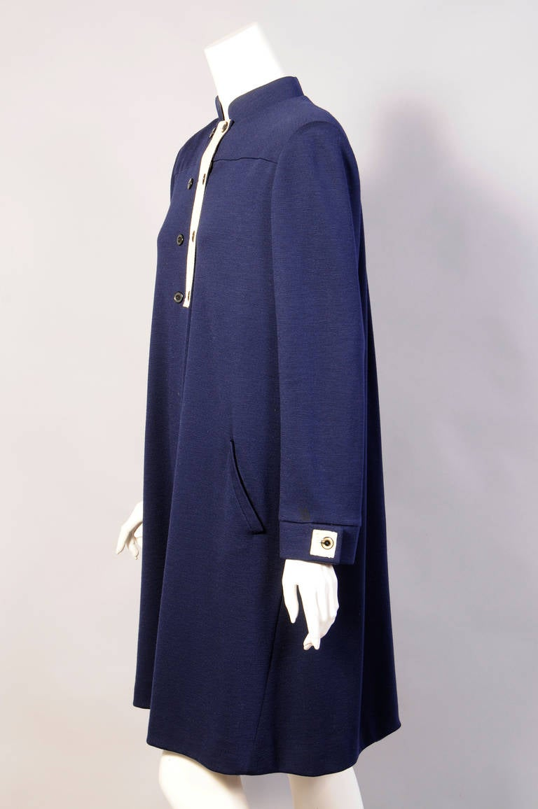 Geoffrey Beene Navy Blue Trapeze Dress Larger Size In Excellent Condition For Sale In New Hope, PA