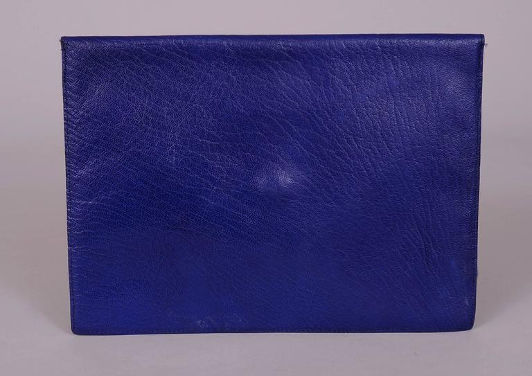 La Bagagerie, Paris Bright Blue Leather Envelope Clutch In Excellent Condition For Sale In New Hope, PA