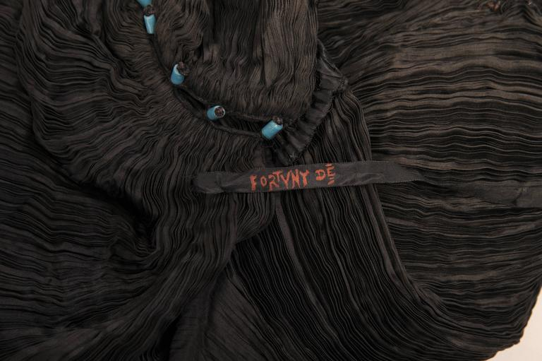 Mariano Fortuny Rare Early Black Silk Delphos with Narrow Cord Bodice Wrap For Sale 3