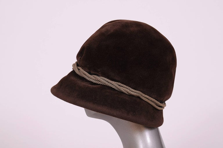 Balenciaga Haute Couture Brown Velour Hat circa 1960 In Excellent Condition For Sale In New Hope, PA