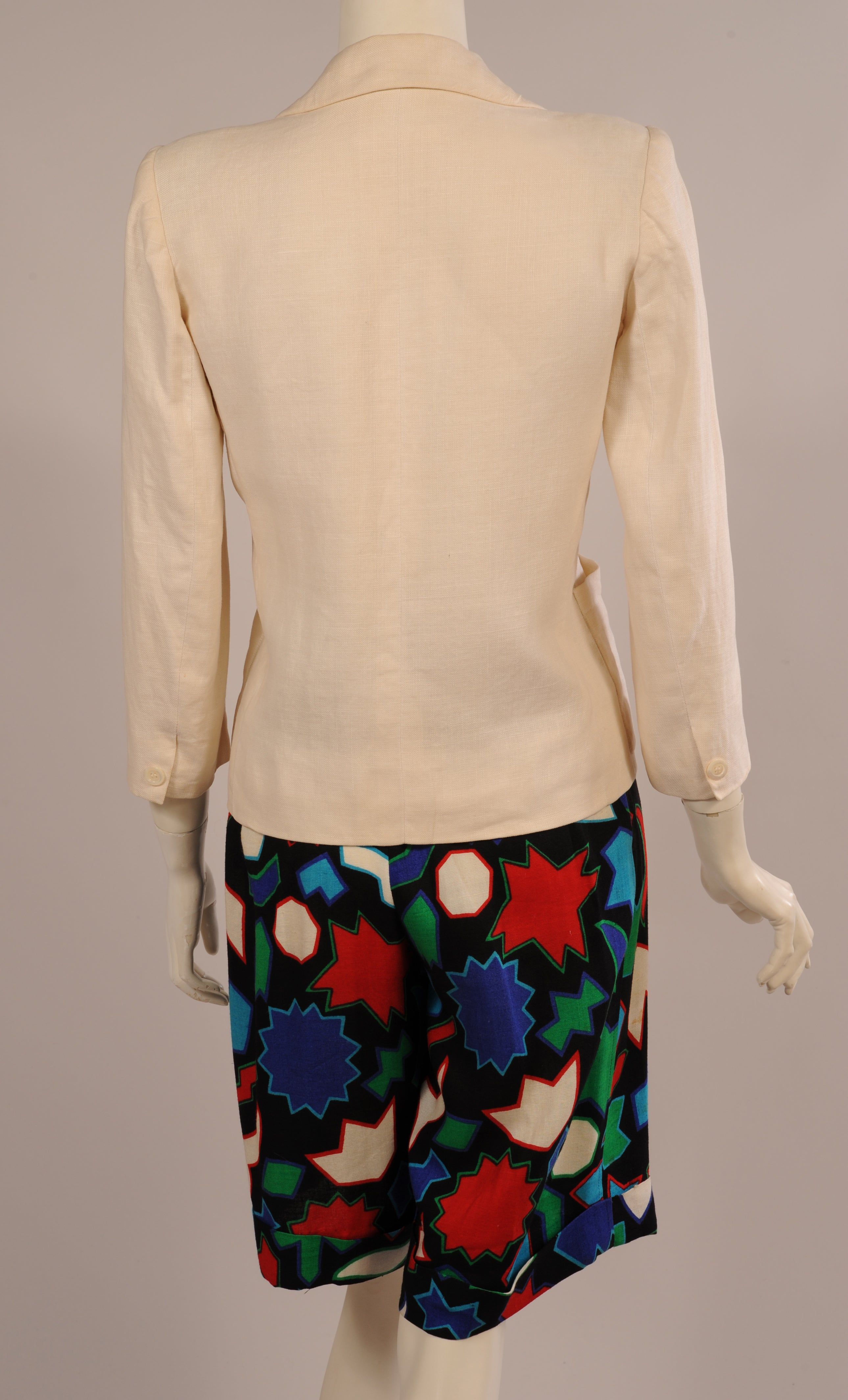 4ec283e279a Yves Saint Laurent White Linen Jacket and Printed Linen Shorts at 1stdibs