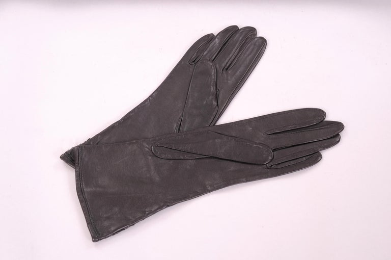 Carlos Falchi Black leather and Snakeskin Gloves Never Worn In New Condition For Sale In New Hope, PA