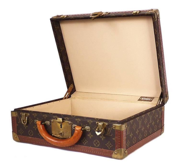 Women's or Men's Vintage Louis Vuitton Monogram Cotteville 40 Hard Sided Suitcase  For Sale