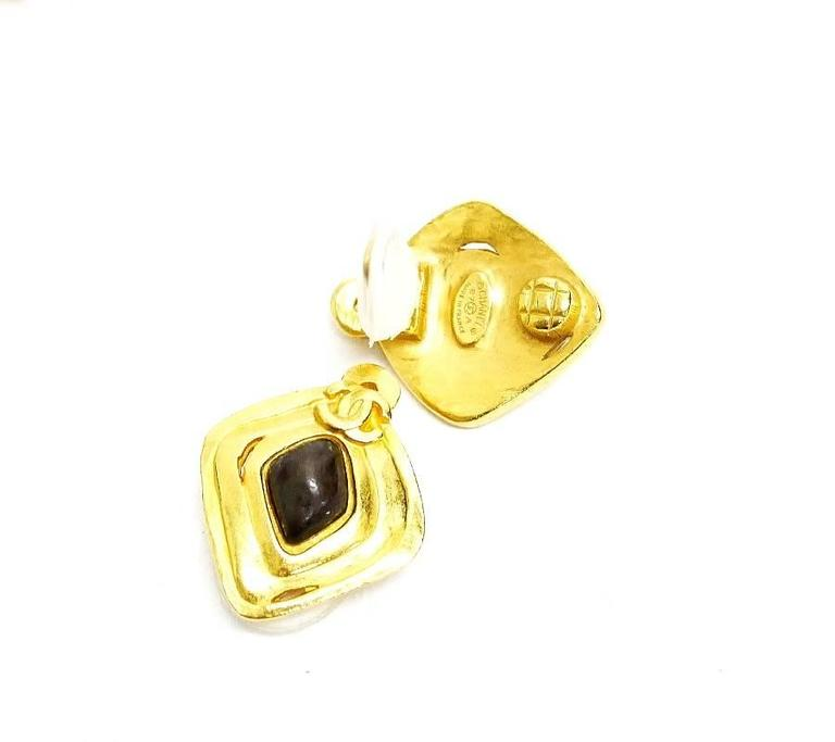 Vintage Chanel Stone Earrings, Pin Brooch Set Rare Gold In Excellent Condition For Sale In Hiroshima City, JP
