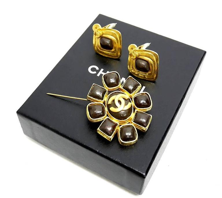 Vintage Chanel Stone Earrings, Pin Brooch Set Rare Gold For Sale 1