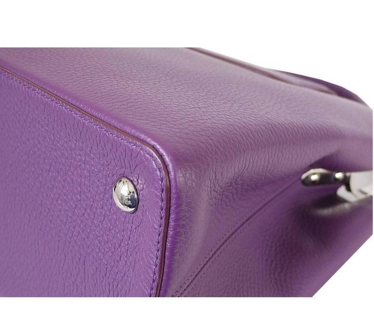 Women's Louis Vuitton Capucines MM Handbag Tote Violet For Sale