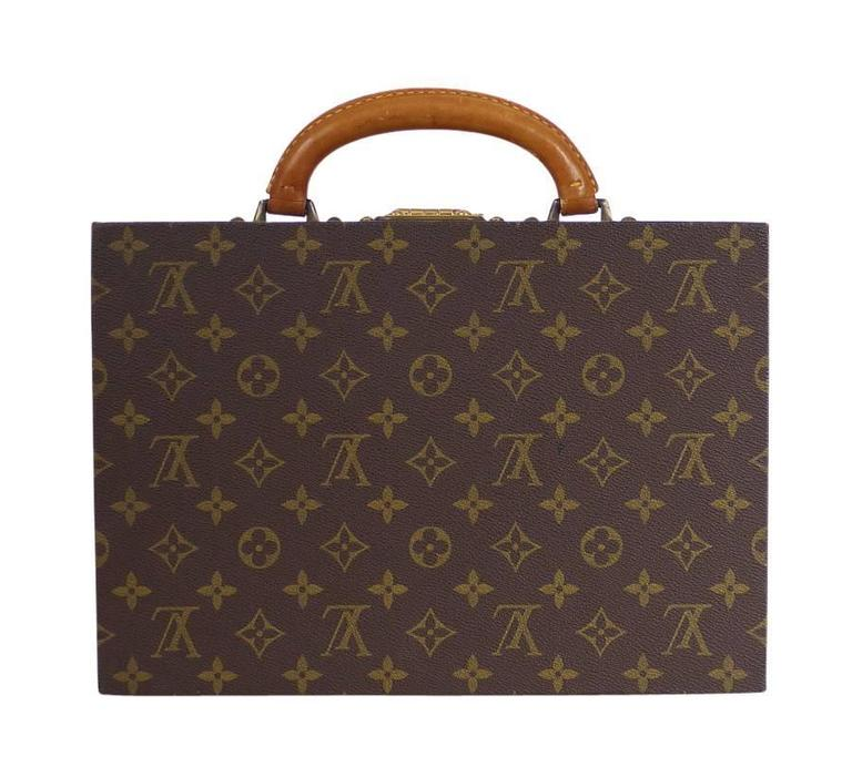 Louis Vuitton Monogram Jewellery Case M47140 is not only rate item, but also the ideal refined travel accessory. It features 7 different-sized compartments and closes securely with an S-lock.  Discontinued, rare item.