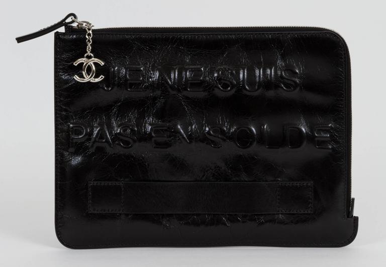 """Women's or Men's Chanel Black """"Je Ne Suis Pas En Solde"""" Bag For Sale"""