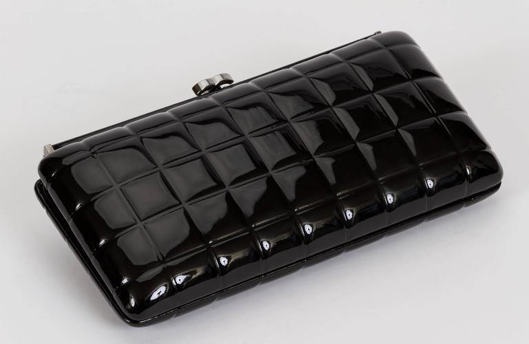 Chanel Patent Leather Evening Clutch Bag In Good Condition For Sale In Los Angeles, CA