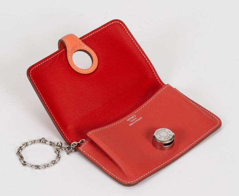 Hermès Bicolor Dogon Wallet With Chain In Good Condition For Sale In West Hollywood, CA