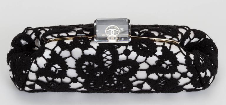 422a3d59511f36 Chanel Limited Edition Large Lace & Lucite Clutch In Good Condition For Sale  In Los Angeles