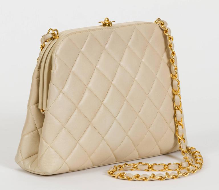 Women's Chanel 1990's Beige Lambskin Quilted Kiss Lock Bag For Sale