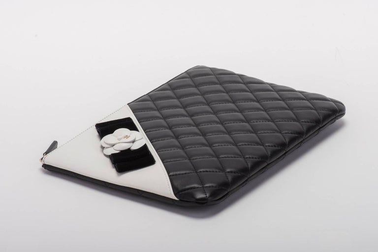 Women's New Chanel Black and White Camellia Clutch Bag For Sale