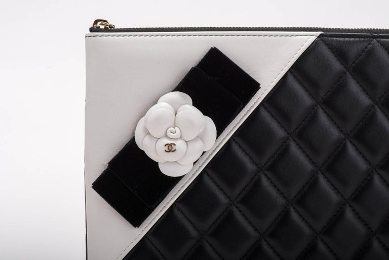 New Chanel Black and White Camellia Clutch Bag For Sale 1