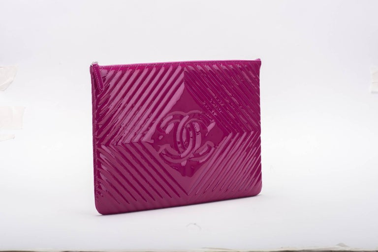 d3cb4d1dc9e4 New Chanel Large Magenta Patent Clutch Bag For Sale at 1stdibs