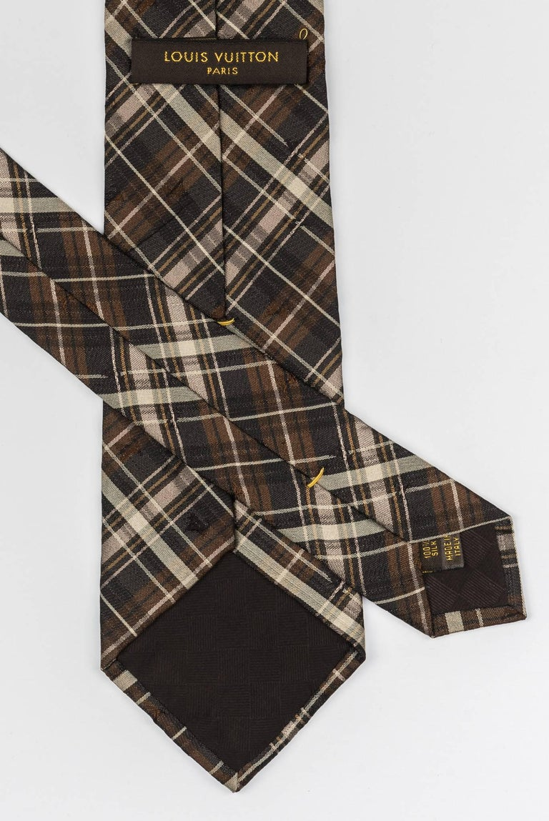 New Louis Vuitton Silk Brown Plaid Tie In New Condition For Sale In Los Angeles, CA
