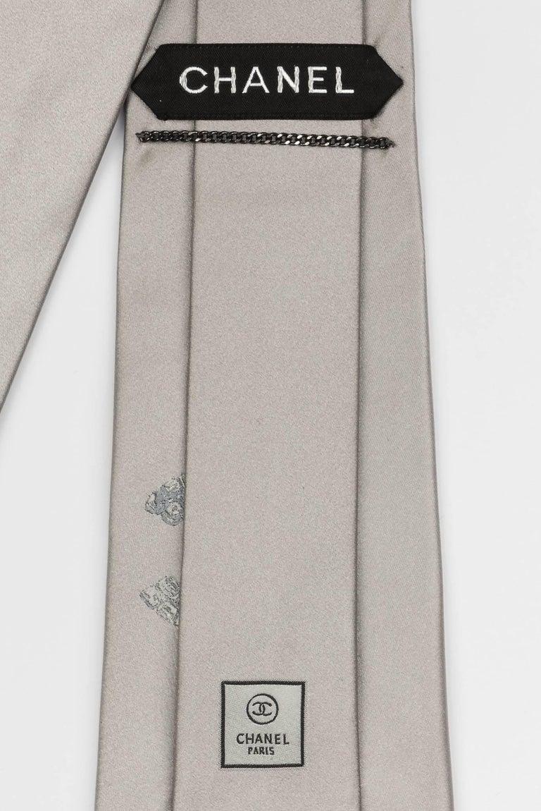 Chanel Silver CC Logo Silk Tie In New Condition For Sale In Los Angeles, CA