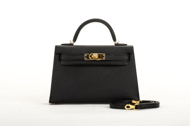 Never worn Rare Hermes VIP mini kelly II sellier in black epsom leather and gold tone hardware. Handle drop 2