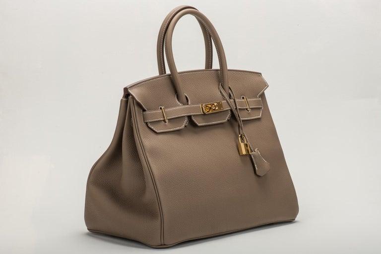 Hermès 35cm Birkin in etoupe togo leather with gold tone hardware. Date stamp