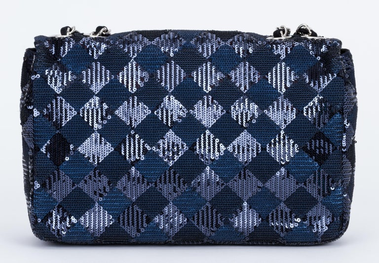 Chanel Navy and Black Sequins Evening Flap Bag In Excellent Condition For Sale In West Hollywood, CA