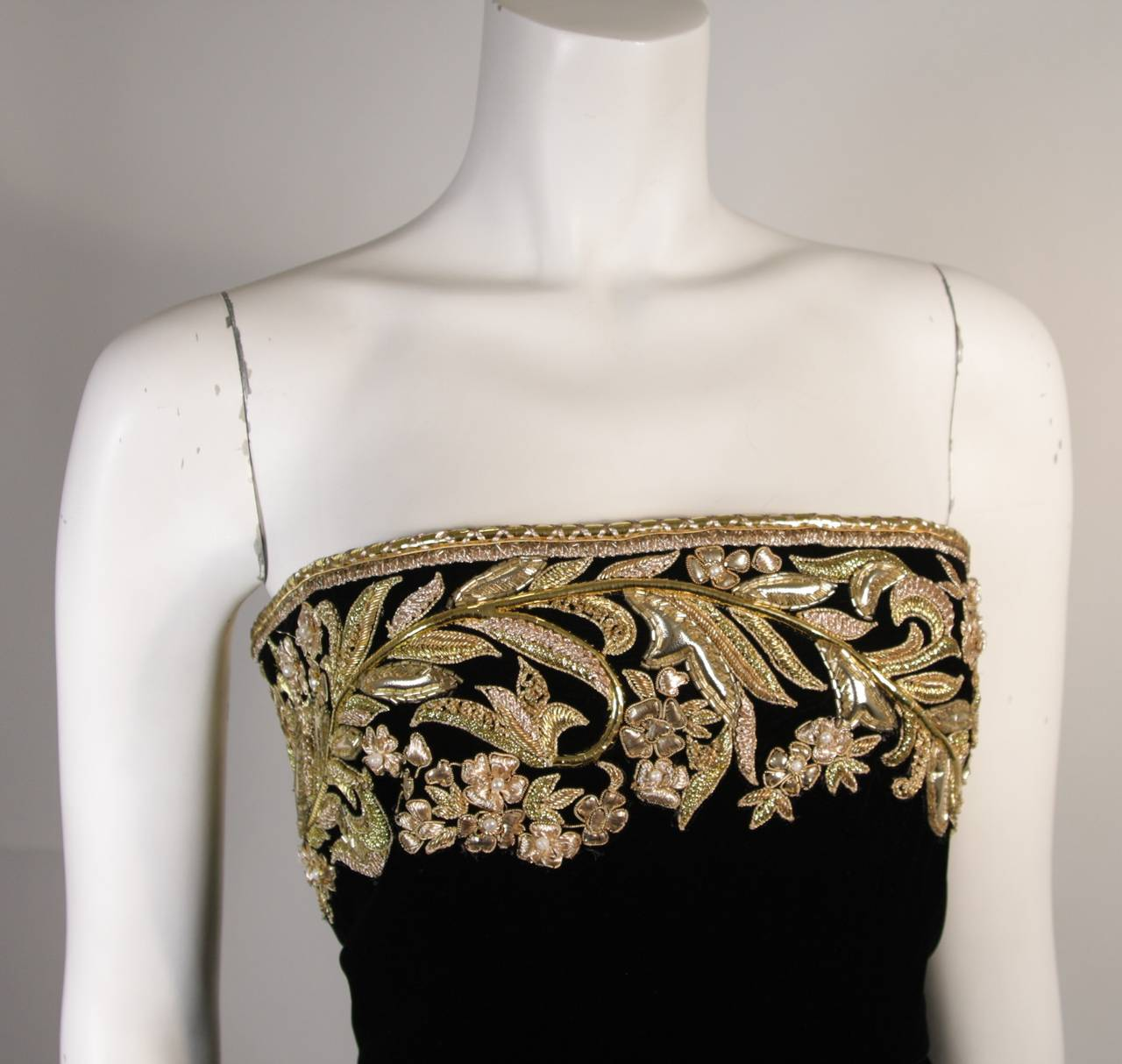 Oscar De La Renta Black Velvet Gown with Metallic Embellishments 4