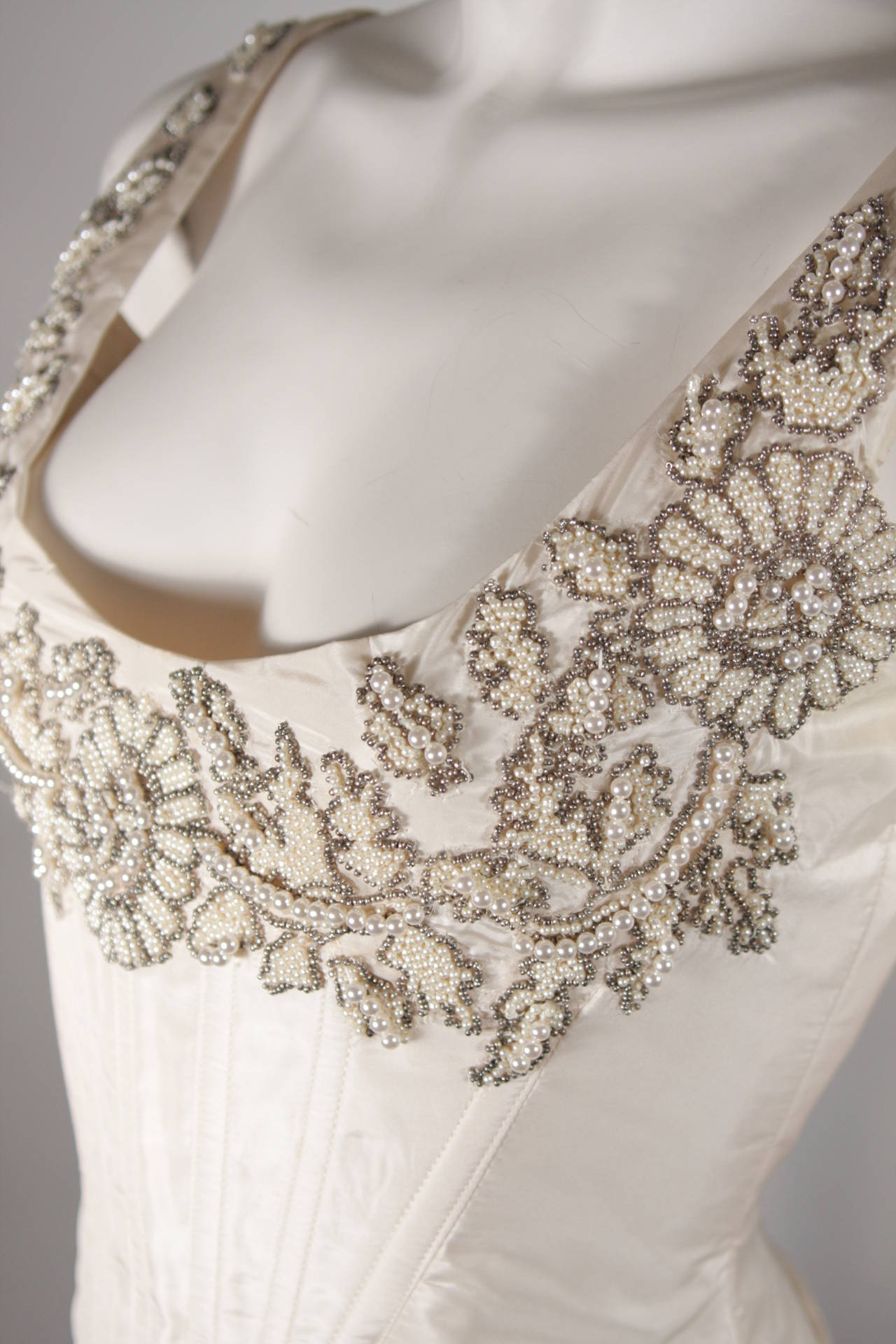 Eavis & Brown London Beaded Cream Silk Corset Bustier Size M In Excellent Condition For Sale In Los Angeles, CA