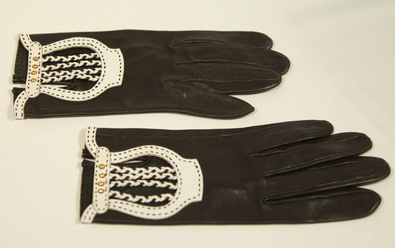 Women's Hermes Black Leather Gloves with White Accents and Braiding Size 6.5 For Sale