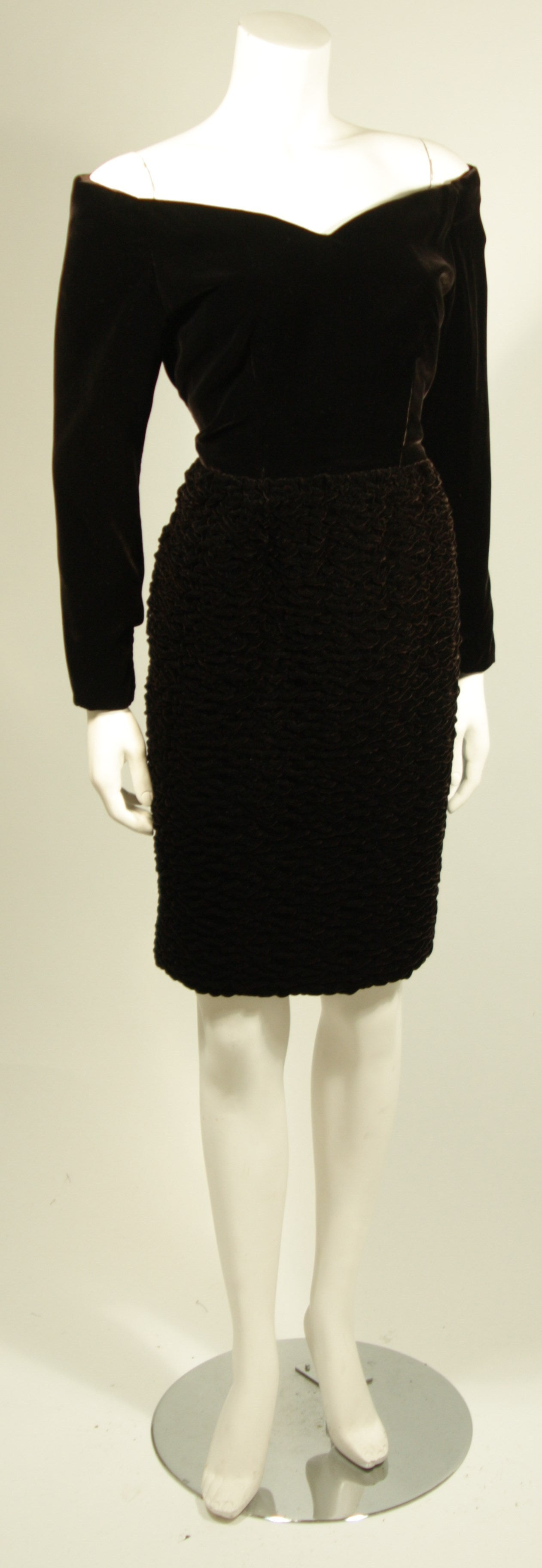 Oscar De La Renta Brown Velvet Cocktail Dress with Ruched Skirt Size 6 3