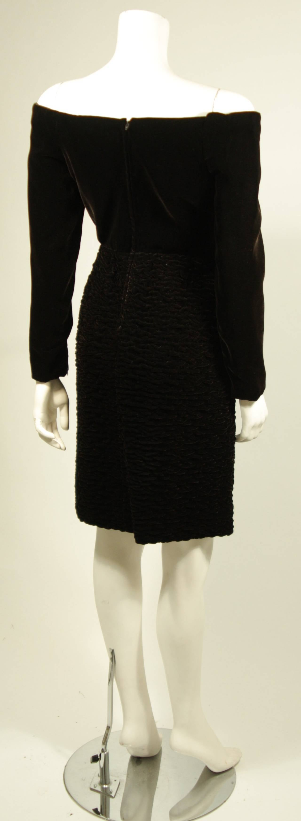 Oscar De La Renta Brown Velvet Cocktail Dress with Ruched Skirt Size 6 6