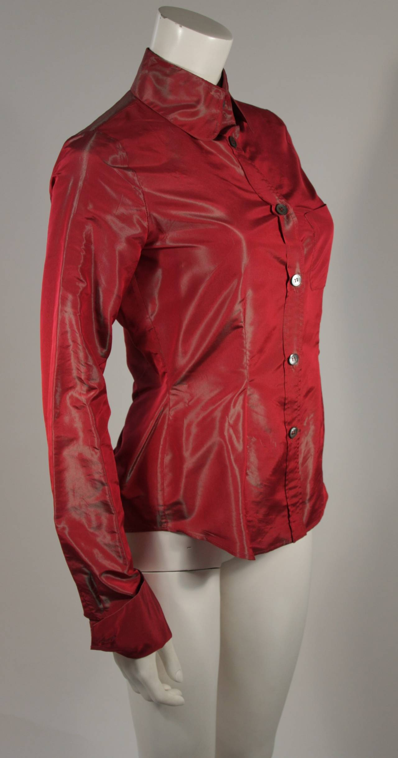Romeo Gigli Red Iridescent Shirt Size 42 In Excellent Condition For Sale In Los Angeles, CA