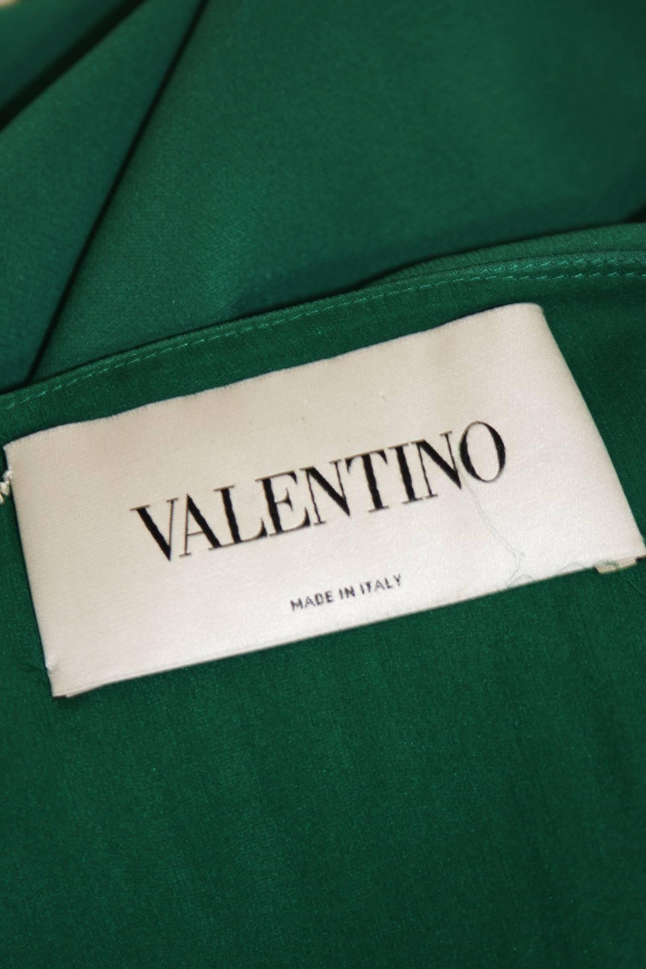 Valentino Green Silk Cocktail Dress with Plunge Neckline Size 8 For Sale 3