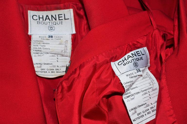 CHANEL RED WOOL SKIRT SUIT With GOLD BUTTONS SIZE 40 10