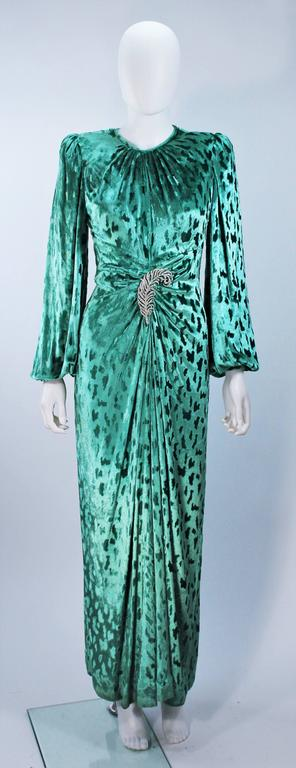 OSCAR DE LA RENTA Draped Mint Velvet 'Nancy Reagan'  Gown with Brooch Size 4-6 2