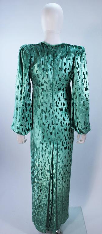 OSCAR DE LA RENTA Draped Mint Velvet 'Nancy Reagan'  Gown with Brooch Size 4-6 9