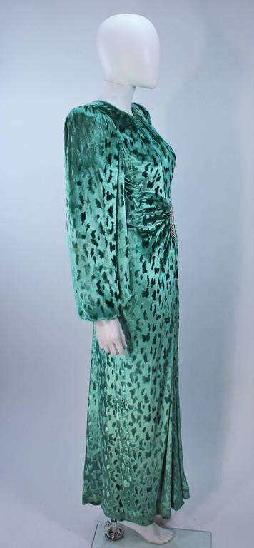 OSCAR DE LA RENTA Draped Mint Velvet 'Nancy Reagan'  Gown with Brooch Size 4-6 7