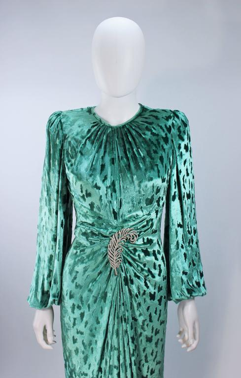 OSCAR DE LA RENTA Draped Mint Velvet 'Nancy Reagan'  Gown with Brooch Size 4-6 4