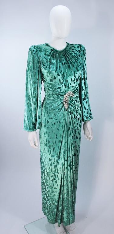 OSCAR DE LA RENTA Draped Mint Velvet 'Nancy Reagan'  Gown with Brooch Size 4-6 6