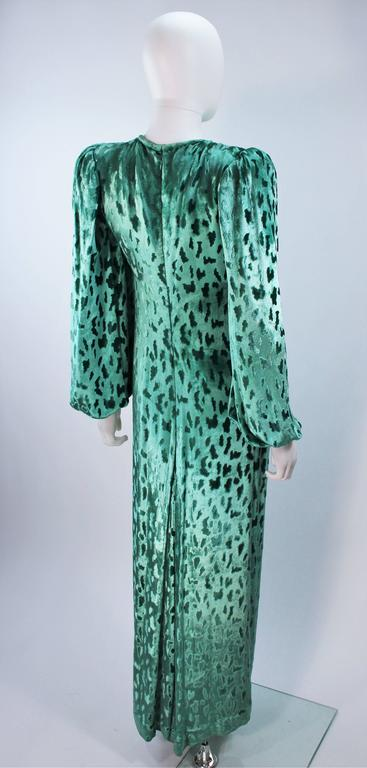 OSCAR DE LA RENTA Draped Mint Velvet 'Nancy Reagan'  Gown with Brooch Size 4-6 8