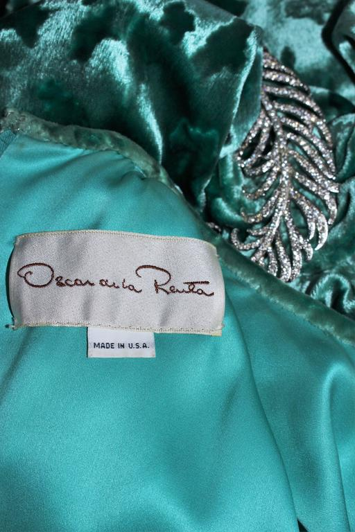 OSCAR DE LA RENTA Draped Mint Velvet 'Nancy Reagan'  Gown with Brooch Size 4-6 10