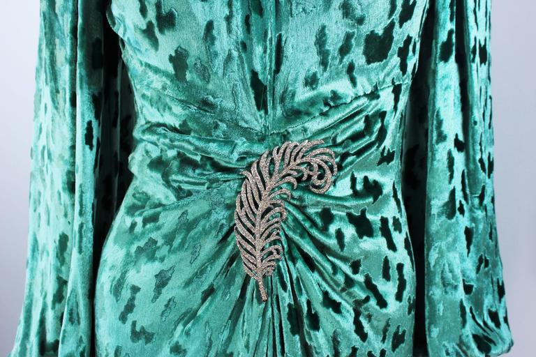 OSCAR DE LA RENTA Draped Mint Velvet 'Nancy Reagan'  Gown with Brooch Size 4-6 5